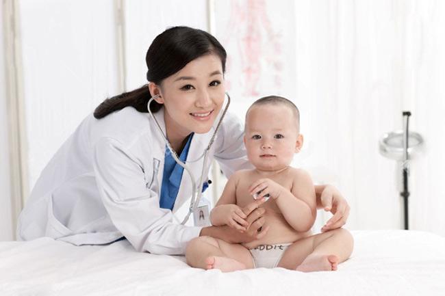 Đưa bé đến bác sĩ nếu bé bị hăm tã nặng