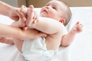 Hăm tã nước tiểu: Nguyên nhân và 3 điều mẹ cần làm ngay!