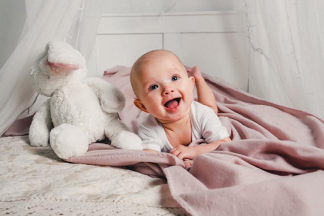 Hạn chế tối đa thời gian dùng tã bỉm khi bé bị hăm để tạo cảm giác thoải mái và giúp vùng da bị hăm được khô thoáng