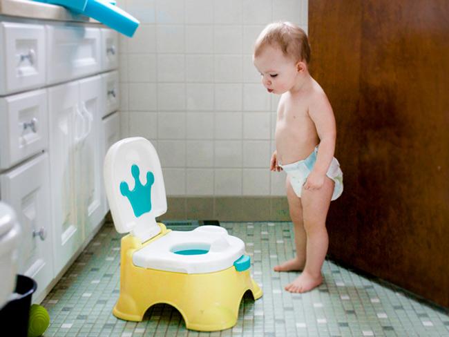 Không có thời điểm chính xác để dạy bé đi vệ sinh