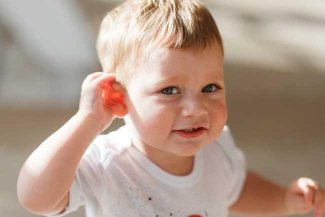 Kích thích thính giác từ sớm giúp bé dễ dàng hơn trong việc học phát âm và tập nói