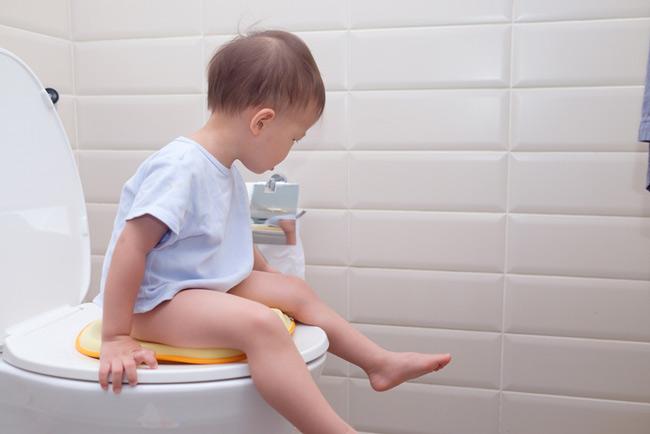 Mẹ cùng bé đặt tên gọi chung cho việc đi vệ sinh