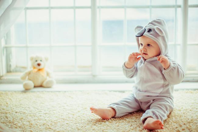 Mẹ quấn tã kín cũng là nguyên nhân khiến bé hăm tã vào mùa đông