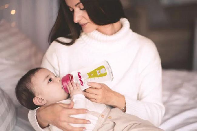 Núm ti silicone không mùi, siêu bền sẽ phù hợp nhất với bé trên 3 tháng