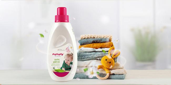 Ưu tiên các loại nước giặt xả thiên nhiên, đem lại hương thơm cho quần áo của bé