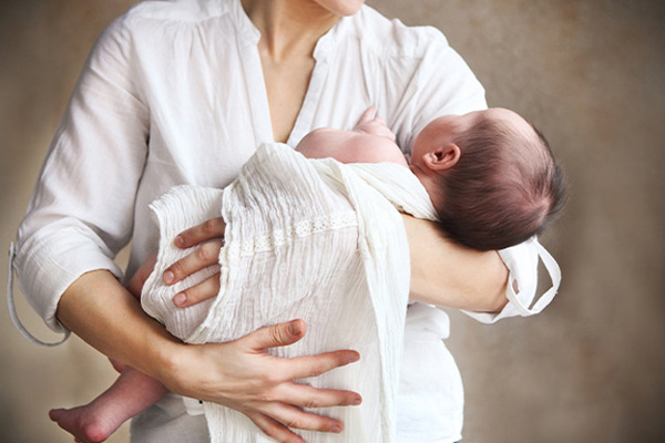 Sai lầm khi chăm sóc trẻ sơ sinh nhất định mẹ CẦN TRÁNH