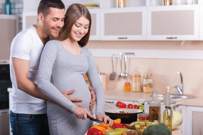 Chế độ ăn đủ dưỡng chất cho mẹ bầu sinh đôi cùng trứng