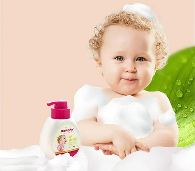 Sử dụng các sản phẩm bọt tắm gội thiên nhiên, an toàn, lành tính với làn da nhạy cảm của bé
