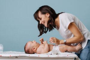 5 điểm khác nhau giữa tã dán và tã quần giúp mẹ chọn loại phù hợp cho bé