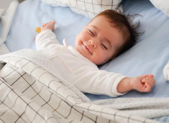 Tã dán thông thoáng, giúp mẹ và bé ngủ ngon suốt đêm dài