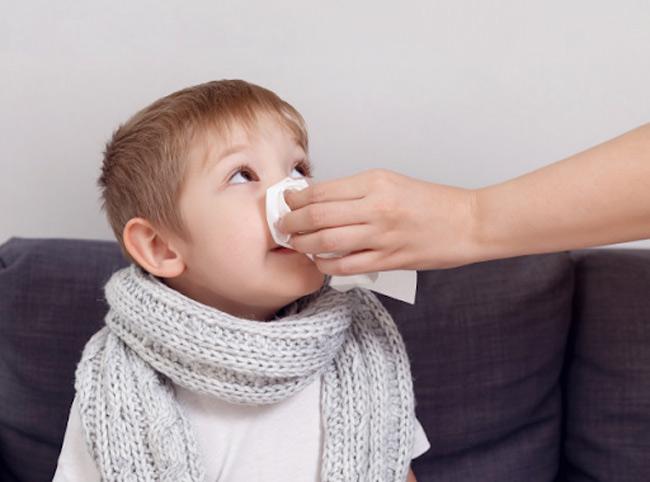Thời tiết lạnh, bé dễ mắc bệnh đường hô hấp và cần sử dụng thuốc. Trong đó kháng sinh có tác dụng phụ gây tiêu chảy và làm bé dễ hăm hơn.