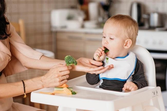 Lưu ý tránh cho bé ăn các loại thực phẩm dễ gây dị ứng