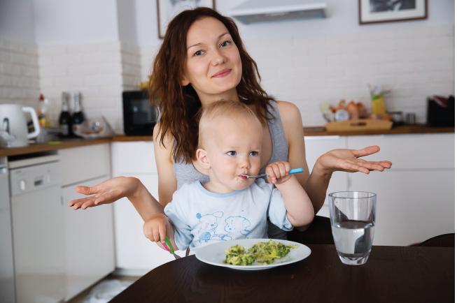 Mẹ cần chú ý thức ăn để bé 2 tuổi tránh bị nôn do dị ứng