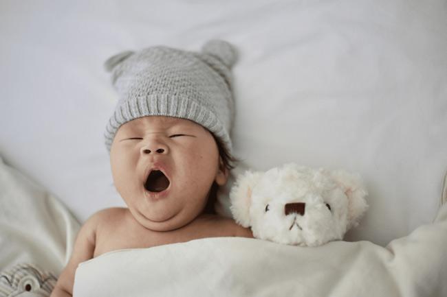 Việc đầu tiên cần làm là xác định giờ ngủ cho bé