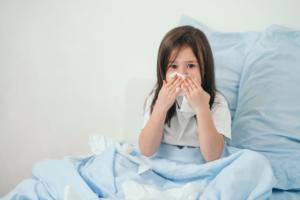 Bé 2 tuổi chảy máu cam: Nguyên nhân và lưu ý mẹ cần biết