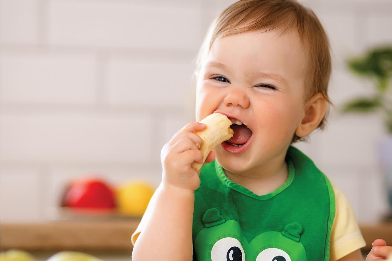 Bé 2 tuổi không ăn chỉ uống sữa: 8 Nguyên nhân & 4 Giải pháp