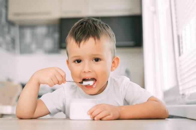 Bé 2 tuổi cần được bổ sung đầy đủ 4 nhóm dưỡng chất