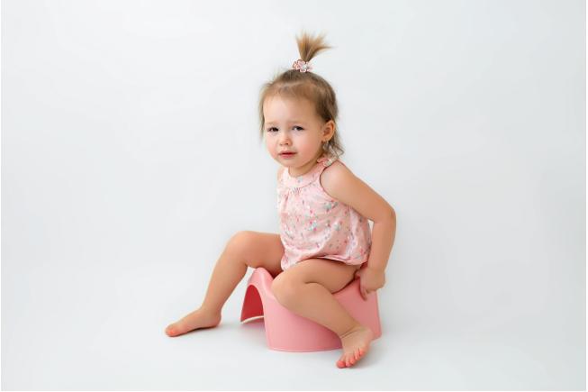 Bé 2 tuổi không ăn chỉ uống thường làm cơ thể bị nóng, mất nước từ đó bị táo bón