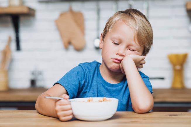 Mệt mỏi và khó chịu là nguyên nhân dẫn đến sự biếng ăn của bé