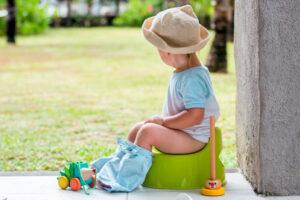 Cách dạy bé trai tự đi tiểu đứng và ngồi bô đơn giản