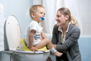 """""""Công thức"""" dạy bé đi vệ sinh đúng cách từ mẹ thông thái"""