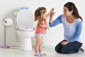 Mách mẹ 7 bước dạy bé đi vệ sinh đúng nơi quy định