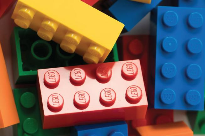 Chữ LEGO in chìm trên các đầu mảnh ghép