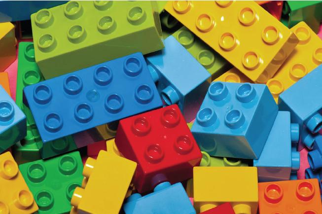 Chọn bộ Lego có miếng ghép lớn, chất liệu an toàn cho bé 2 tuổi