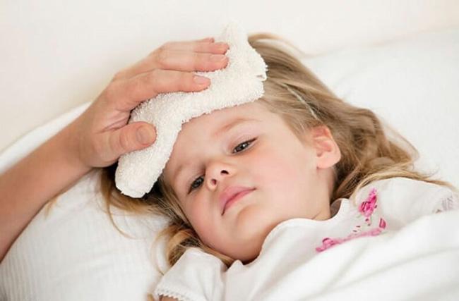 Cặp nhiệt độ thường xuyên, hạ sốt cho bé kịp thời