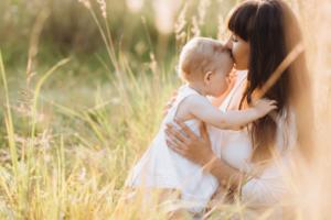 Mẹ ơi, đừng tiếc mỗi ngày dành 1 lời khen cho bé mẹ nhé!