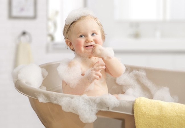 Lựa chọn sữa tắm, dầu gội ảnh hưởng rất nhiều đến làn da bé
