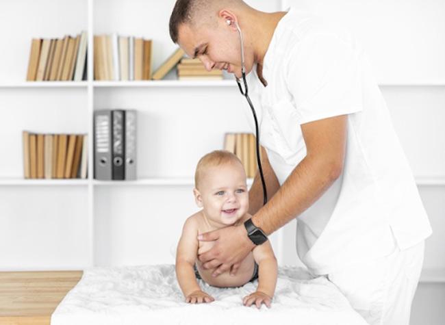 Mẹ có thể dùng thuốc cho bé khi được bác sĩ kê đơn