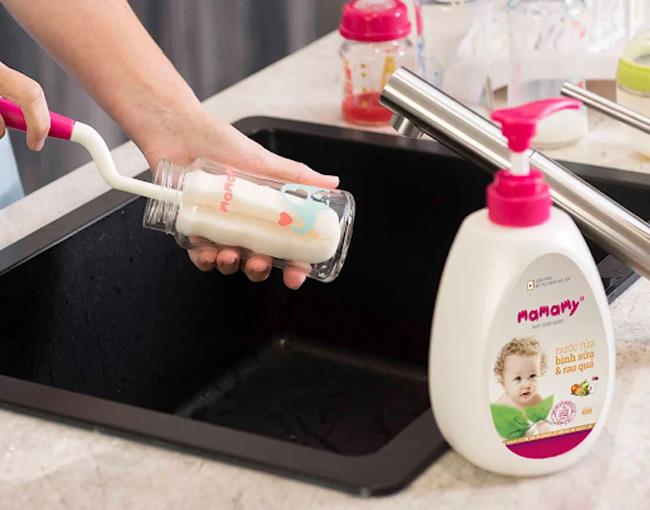 Cách sử dụng cọ rửa bình sữa Mamamy