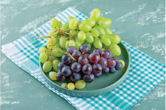 Nho là loại trái cây chứa nhiều canxi, phốt pho, vitamin A, vitamin C, chất xơ