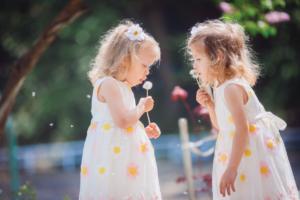 Sinh đôi con gái: Bí quyết mẹ hiện đại không nên bỏ qua!