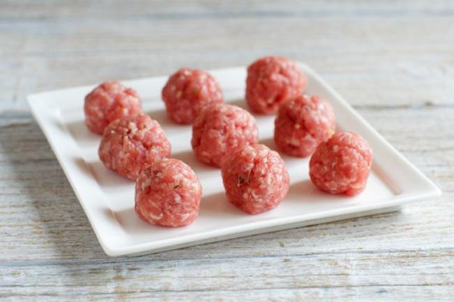 Thịt nạc lợn chứa hàm lượng đạm Tropomyosin cao cung cấp dinh dưỡng dồi dào cho bé mà không lo dị ứng