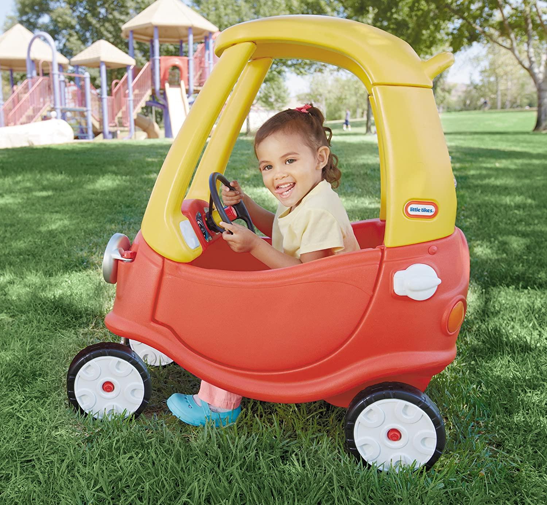 Xe đồ chơi thiết kế ô tô cho bé 2 tuổi