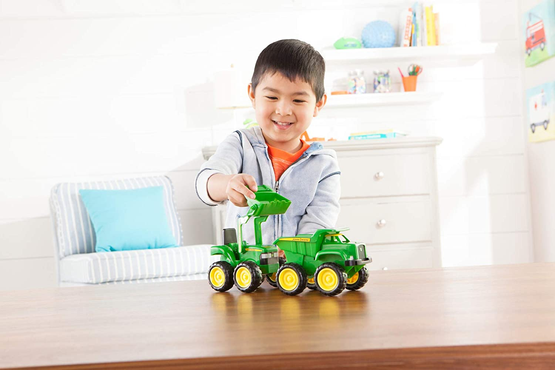 Bộ xe đồ chơi cho bé 2 tuổi của thương hiệu Tomy