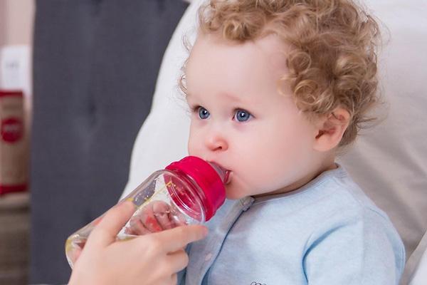 Sai lầm thường gặp khi mua bình sữa cho bé 9 tháng tuổi