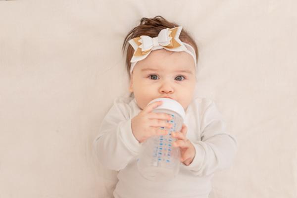 [Giải đáp] Bình sữa, núm ti dùng được bao lâu thì nên thay?