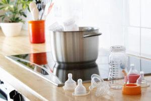 Cách luộc bình sữa thủy tinh tiệt khuẩn chỉ với 4 bước đơn giản